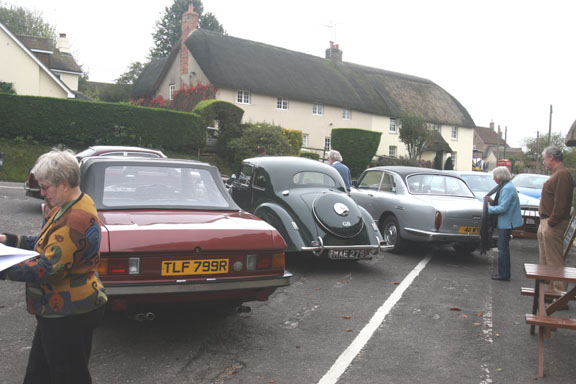 At the Wise Man, W. Stafford, nr Dorchester - a gathering of 6 owners w/cars [l to r, David Bensley, 412S1; John and Mary Stokes, '48 400; Bob Standbridge, 411S3; Stewart White, 406, not in photo; a former 603 owner, Simon Collison; and an owner/wife, Ric & Ann Bull, who came w/o their 400.]